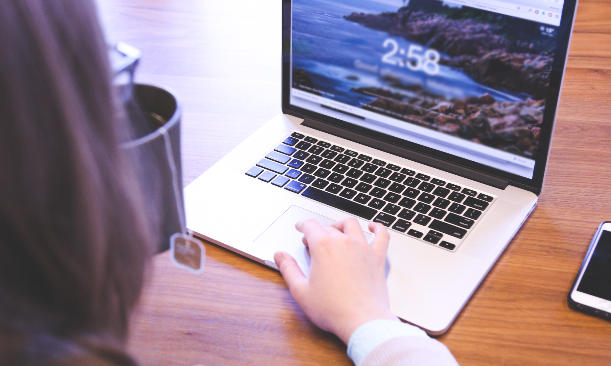The Pros and Cons of Hosting an Automated Webinar